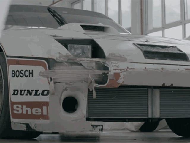 दुनिया में सबसे बड़ा मोटर वाहन पुरालेख रेस कारों से भरा है