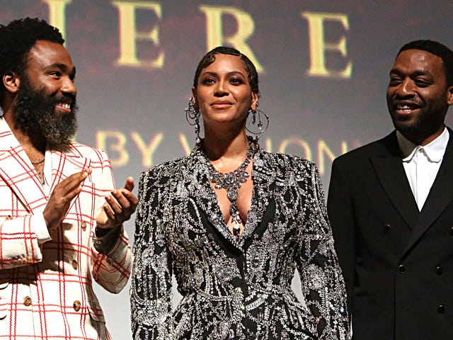 Beyoncé Stuns i Alexander McQueen på The Lion King World Premiere