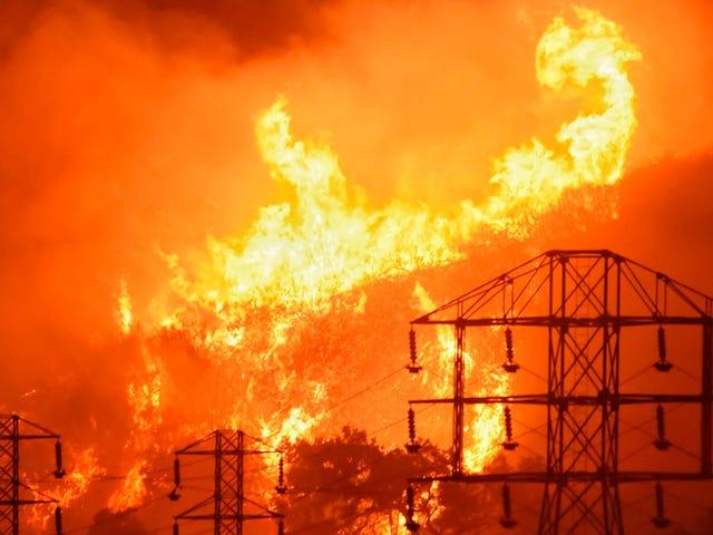 Il Thomas Fire della California è ora il più grande incendio violento nella storia ufficiale dello stato