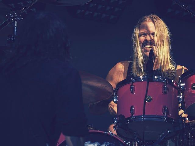 Foo Fighters Drummer все еще круизы вокруг в его старшей школе езды