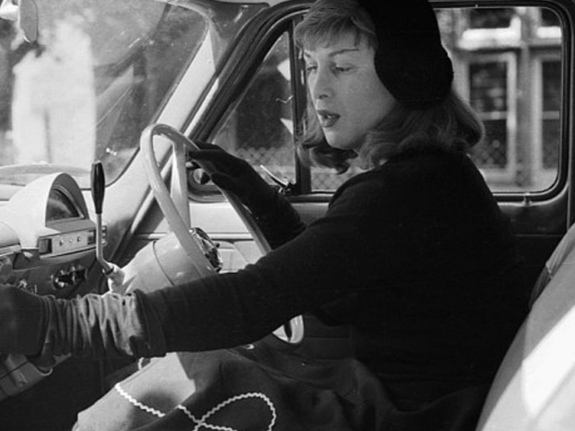 Fighter Pilot, Racing Driver, Krigsfange, Transgender Pioneer: The Incredible Story of Roberta Cowell