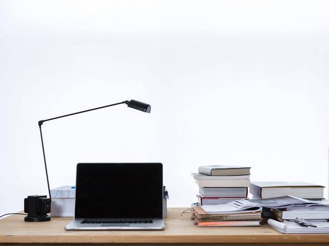 Apa yang ada di Meja Anda Kanan Sekarang, dan Mengapa Adakah Ia Ada?