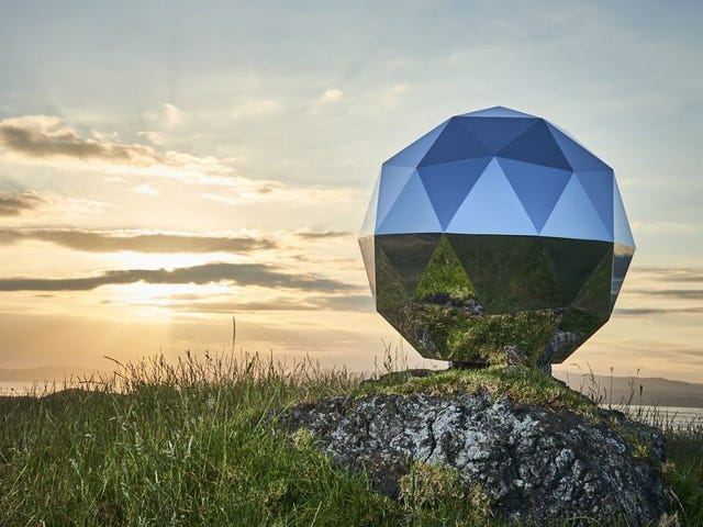 Astronomers Say Giant Disco Ball in Space Is Bad for Science<em></em>