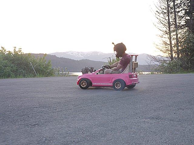 Fyldning En Dirt Bike Engine I En Power Wheels Mustang er min slags 72 MPH Deathtrap
