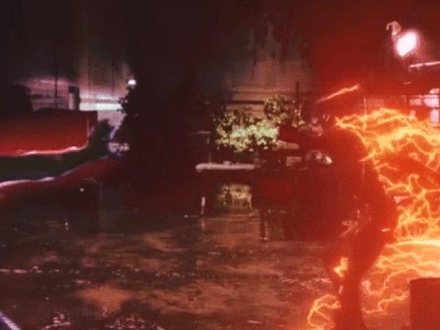 El flash de los 90 toma el flash moderno en una batalla mashup para las edades