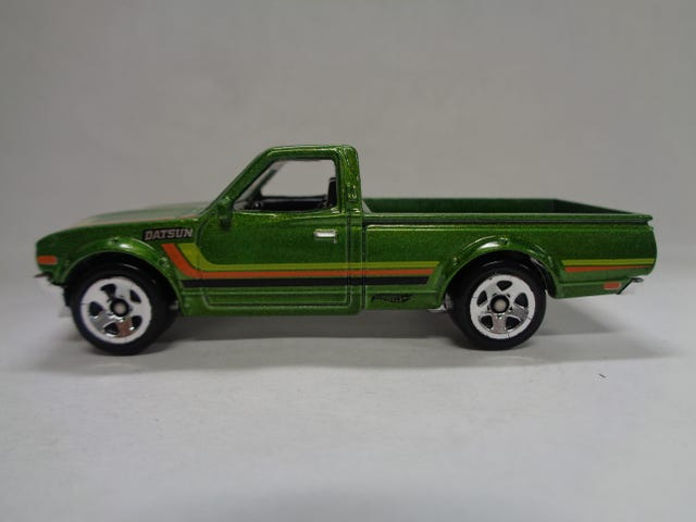 DATSUN PICK UP BY HOT WHEELS