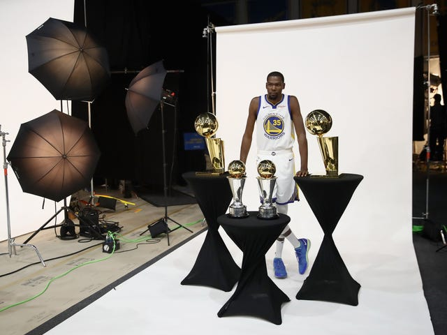 """Kevin Durant Bemoans Basketball Media's """"Pure Hate For Me Obviously"""""""