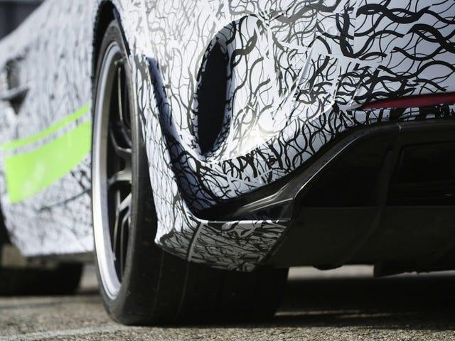 По мере того, как мы приближаемся, но никогда не достигаем горизонта событий серии AMG GT Black, проявятся бесконечные неполноценные вариации.