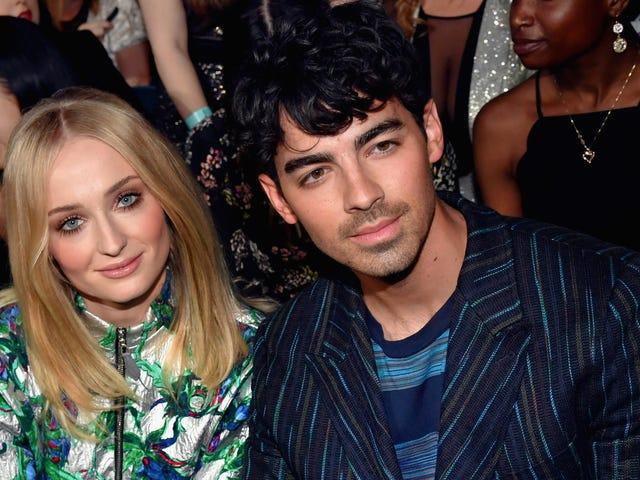 Sophie Turner og Joe Jonas knytt knuten med Ring Pops, velsigne dem