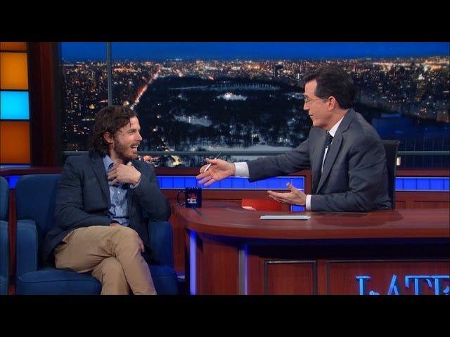 Casey Affleckillä on hirvittävä haastattelu Stephen Colbertin kanssa.