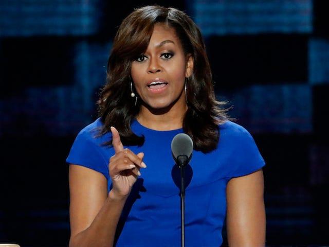 El Hack de la foto del pasaporte revela que incluso Michelle Obama no se ve bien con líneas onduladas en la cara
