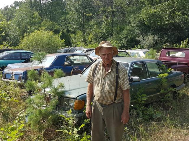 Michigan Man forçado a vender 20 carros Um mês recorreu a demolir alguns carros frescos