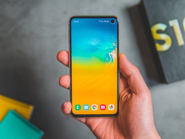 That Leaked List of Samsung Devices Getting Android 10 Is Bogus