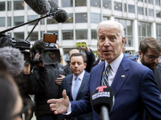 Oh, Joe: Biden Jokes Mengenai Ruang Peribadi Dipanggil Tone-Deaf
