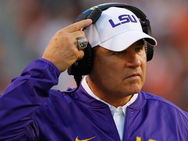Les Miles's Brain Briefly And Spectacularly Shut Down During His Introductory Press Conference