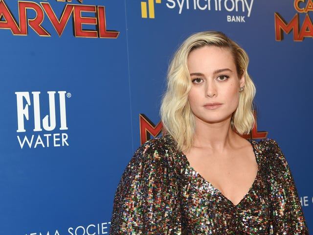 """<a href=""""https://news.avclub.com/brie-larson-just-became-apples-latest-addition-to-its-h-1833114974"""" data-id="""""""" onClick=""""window.ga('send', 'event', 'Permalink page click', 'Permalink page click - post header', 'standard');"""">Brie Larson just became Apple&#39;s latest addition to its hoard of future streaming stars<em></em></a>"""