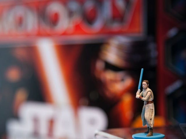 Le Monopole de Star Wars la figure de la porche royale qui ne contient pas de ressources supplémentaires intéressantes