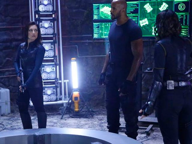 ABC gives early renewals to Agents Of S.H.I.E.L.D., Scandal, and more