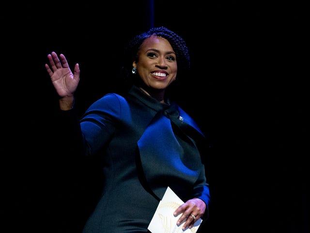 कोरी बुकर और अयान प्रेसली ने काले महिलाओं के बीच गर्भावस्था से संबंधित मौतों को रोकने के लिए व्यापक विधेयक पेश किए