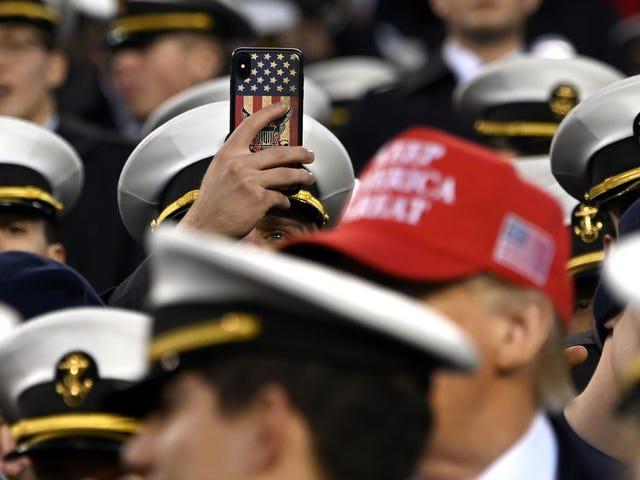 Armé och marin lanserar utredning till möjliga vita supremacist-tecken blinkat av kadetter