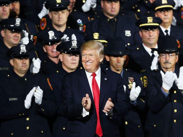 प्रेसिडेंट जस्ट ने व्हाइट क्रॉप्स से भरा एक कमरा बताया, जो पुलिस की बर्बरता से ठंडा है।  यहाँ है क्यों मैं परेशान नहीं हूँ