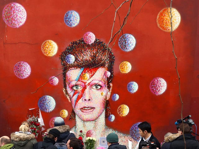<i>Something Happened on the Day He Died</i> : En hyldest til David Bowie