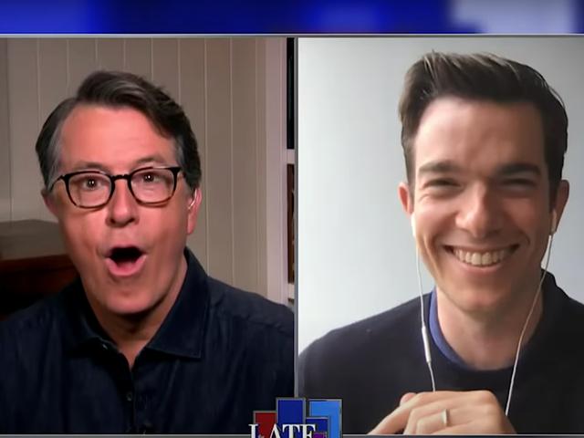 约翰·穆拉尼(John Mulaney)向斯蒂芬·科尔伯特(Stephen Colbert)讲述了他离奇但又相关的检疫梦