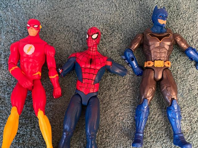 Eu disse ao meu filho que Batman e Pantera Negra não iriam sair. Lágrimas