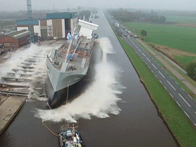 Xem một con tàu khởi hành ra biển lần đầu tiên là như vậy đáp ứng