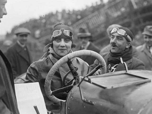 意大利第一位女性赛车手是所有女性的驾驶倡导者