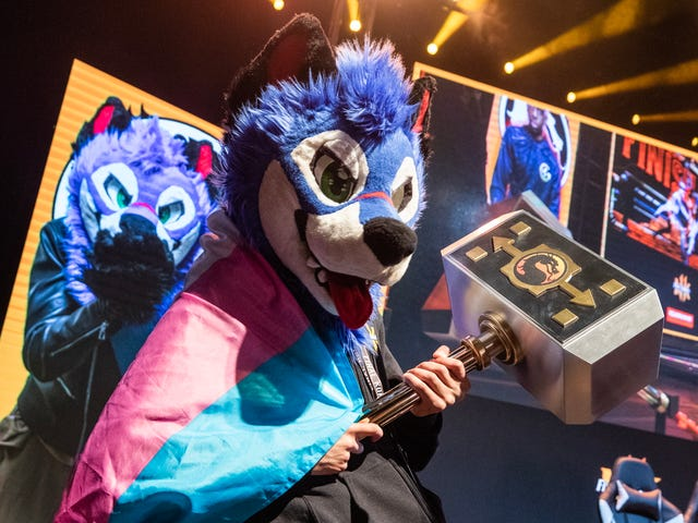 SonicFoxがMortal Kombat 11チャンピオンシップで優勝、バーニーサンダースを叫ぶ