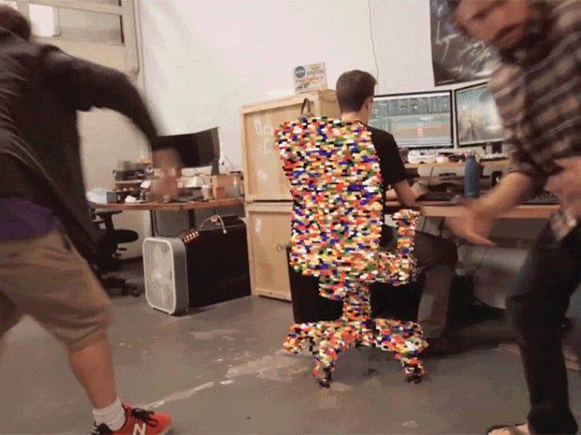 LEGO 초강력으로 달리는 것은 꽤 불편할 것입니다.