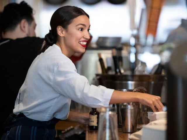 Saturday Night Social: Alexandria Ocasio-Cortez ha stretto una nuova amicizia