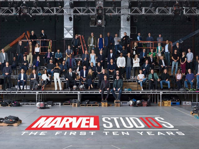 Epic Cast Class Photo Shows Just How Huge Marvel's Cinematic Universe Has Become