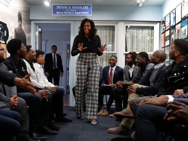 ミシェルオバマ氏は「Naysayers」に対処する方法についてデトロイト学生に話す
