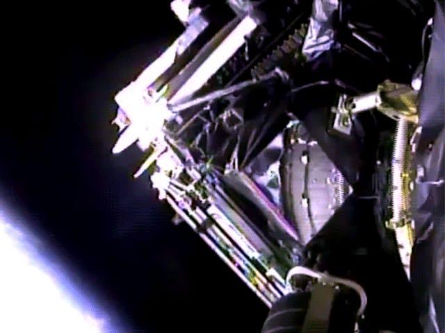 Essa implantação via satélite se sente como uma cena de <i>2001: A Space Odyssey</i>