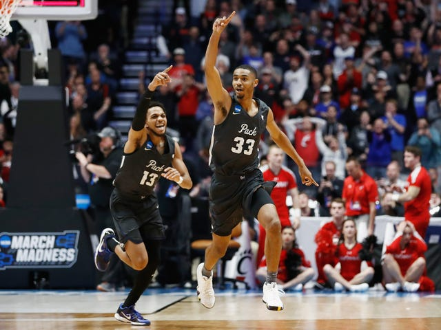 Nevada Storms Back From 22-Point Deficit To Upset Cincinnati And Move On To Sweet 16