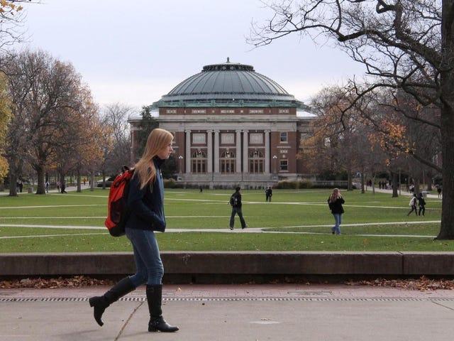 माता-पिता पूरे कॉलेज ट्यूशन से बचने के लिए कुछ भी करेंगे, रिपोर्ट ढूँढता है