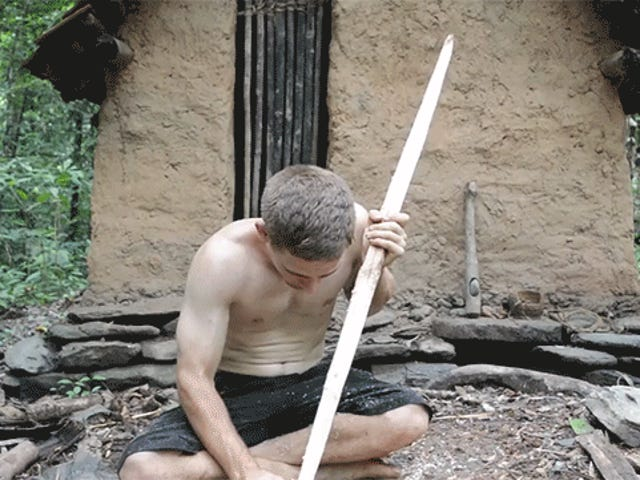 Cómo fabricar un arco y flechas funcionales sin más herramientas que palos y piedras