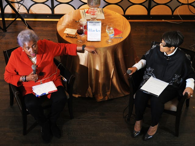 Donna Brazile di Atlanta: 'Jangan Melangkah Pada Saya Apabila Saya Beritahu Anda Kisah Saya'