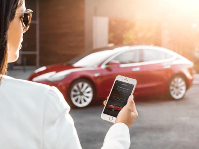 Ang mga driver ay na-stranded Pagkatapos ng App ng Tesla ay Bumaba Para sa Mga Oras