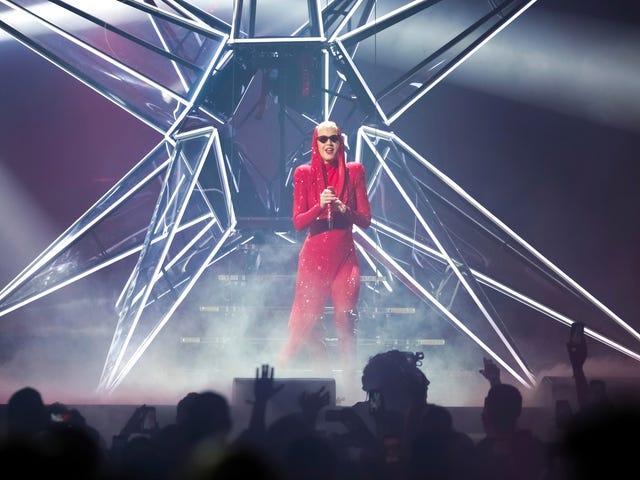 Nunfight Katy Perry idzie całą drogę aż do Watykanu