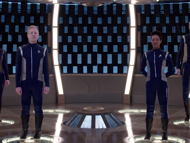 The <i>Star Trek: Discovery</i> Cast canta un'ode ai nerd in una parodia in un mondo fuori dal mondo