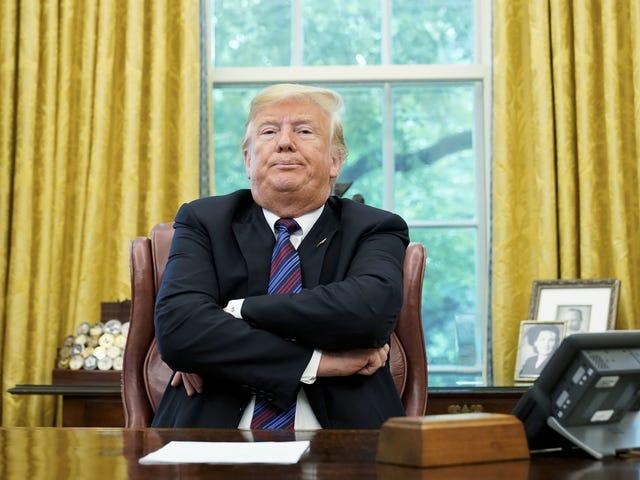 Trump wurde gerade angeklagt, weil er einen perfekten Anruf getätigt hatte, und brachte einige sehr gute Memes hervor