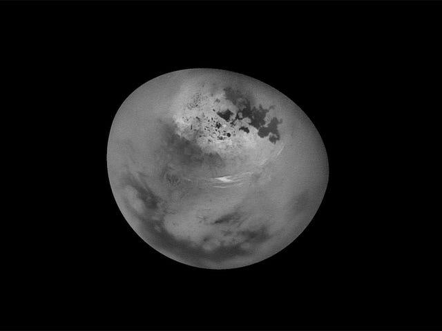 Katsomassa pilviä siirtymällä Titanissa on Freaky kuin Hell