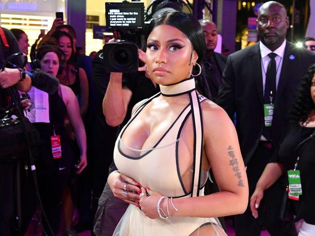 ดูไม่ดีเหรอ?  Nicki Minaj รายงานแยกตัวกับนักทำผมมานาน Kim Kimble และ Glam Squad