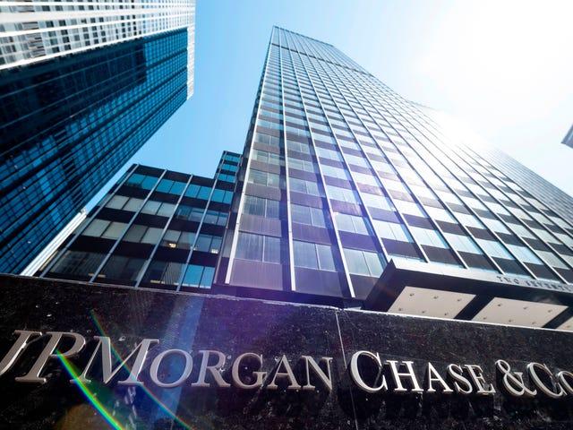Giao dịch ngân hàng trong khi đen: JPMorgan Chase nói rằng đó là 'bệnh hoạn' do phân biệt chủng tộc phơi bày tại một ngân hàng Arizona