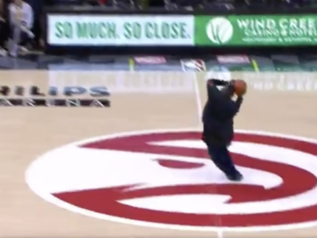 Watch: Let's All Approach 2018 the Way This Atlanta Hawks Fan Approached This Half-Court Shot