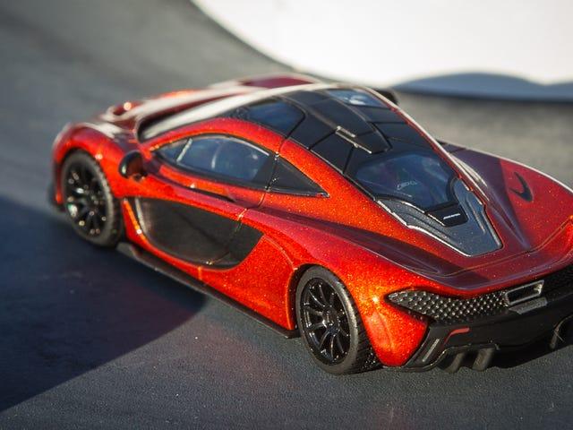 Jokertecken.  McLaren P1 i Volcano Orange
