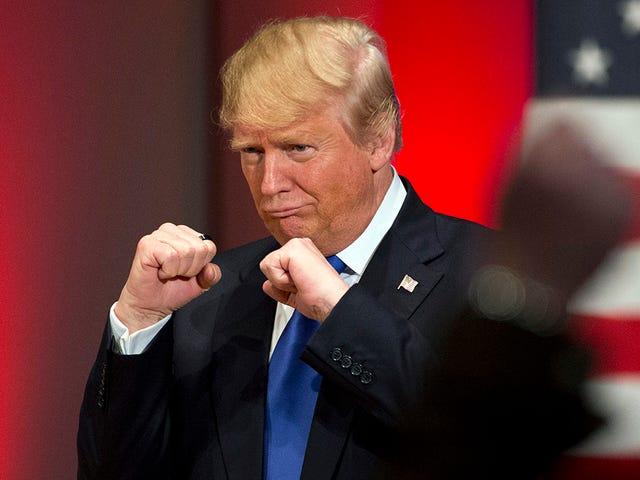 """Trump Arrayemete contra Amazon por Destruir empleos y dañar """"a los que pagan impuestos"""""""